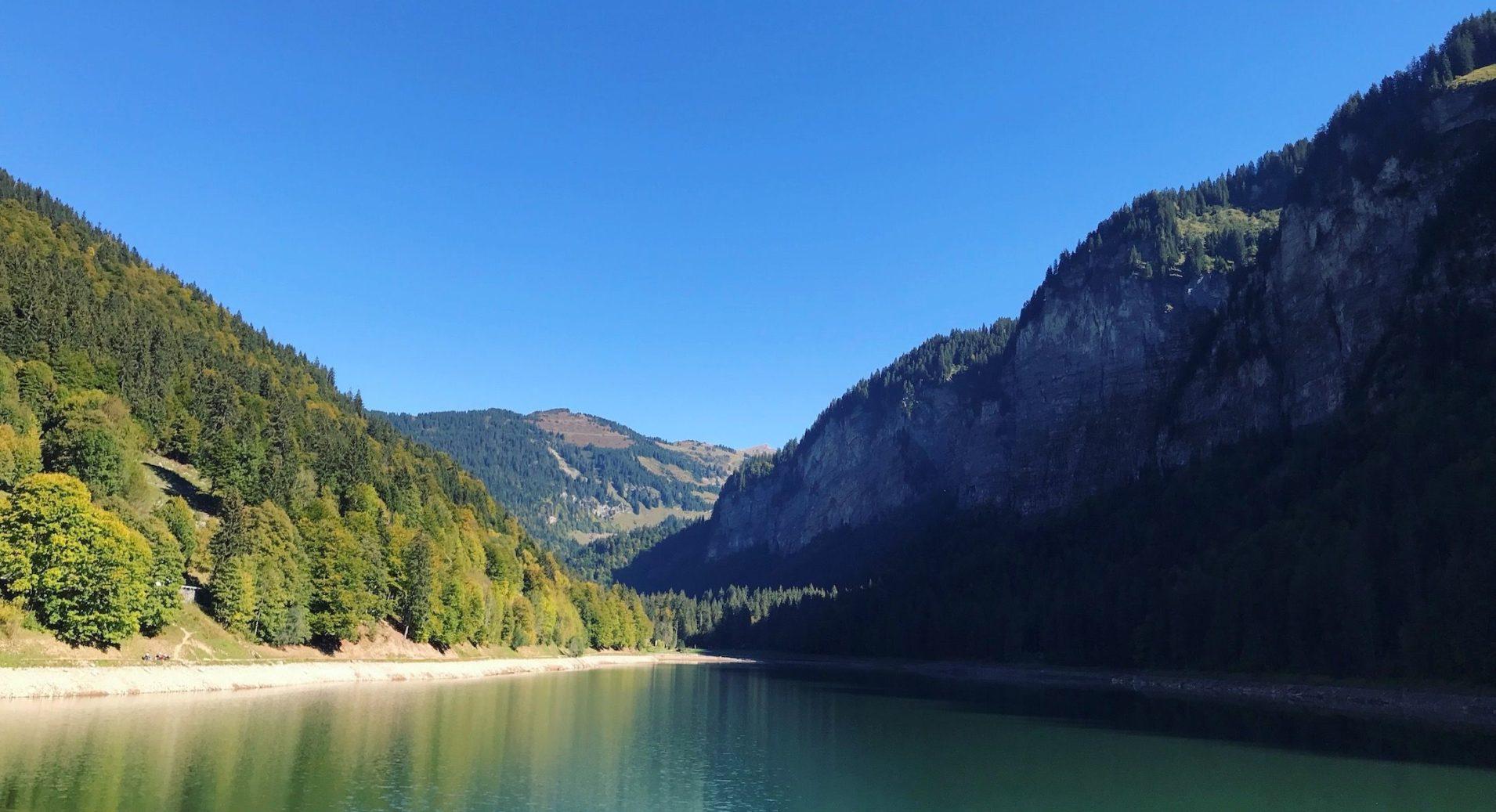 lake-montriond-morzine
